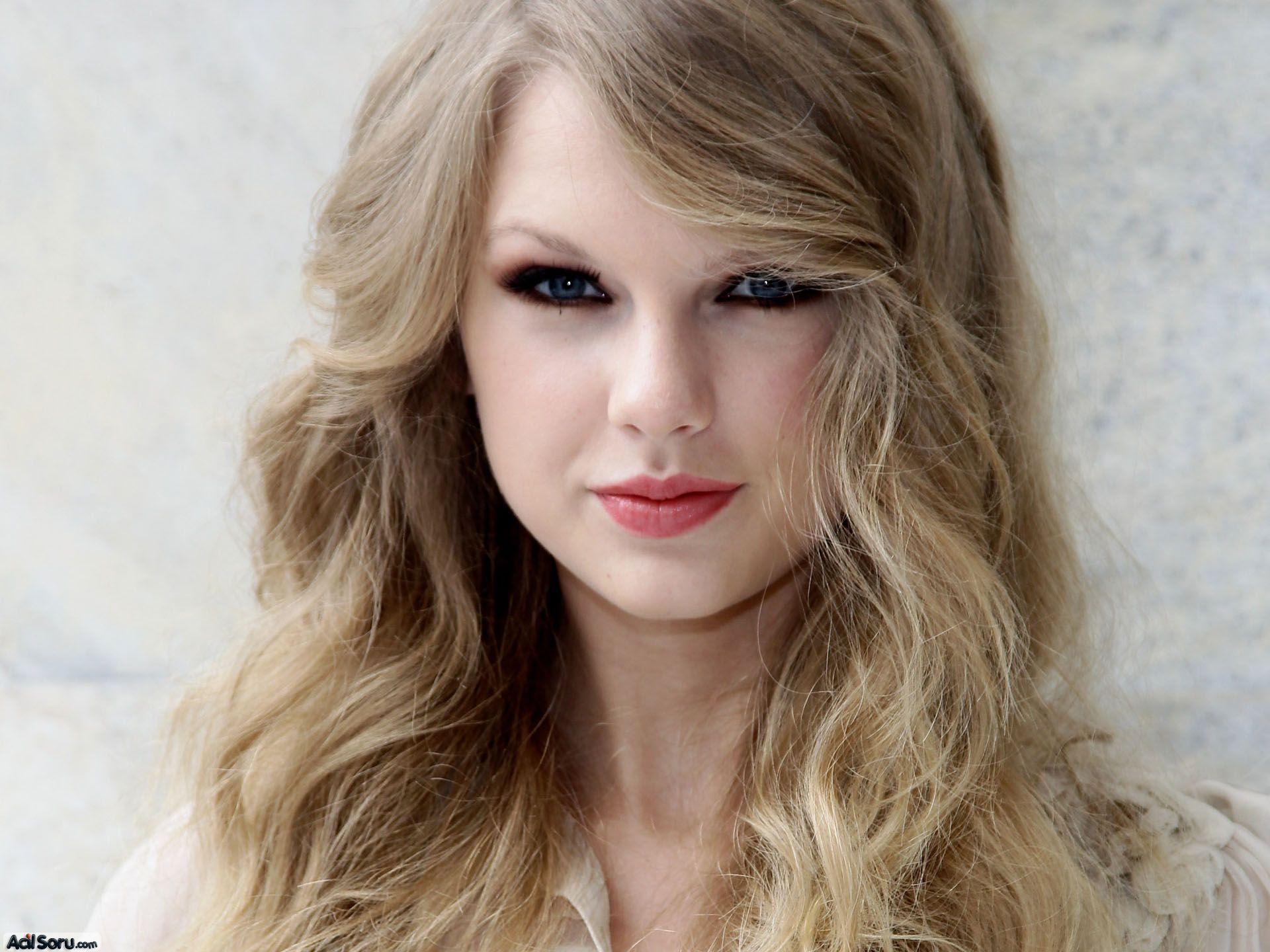 Ela Gözler için Cilt Tonlarına Göre Saç Renkleri